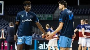 Delgado y Arteaga, dos de los jugadores que no continuarán en el...