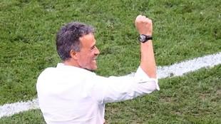 Luis Enrique celebra uno de los goles logrados ante Croacia en los...