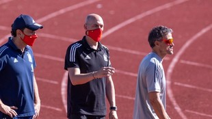 Molina, Luis Rubiales y Luis Enrique, en el entrenamiento del lunes en...