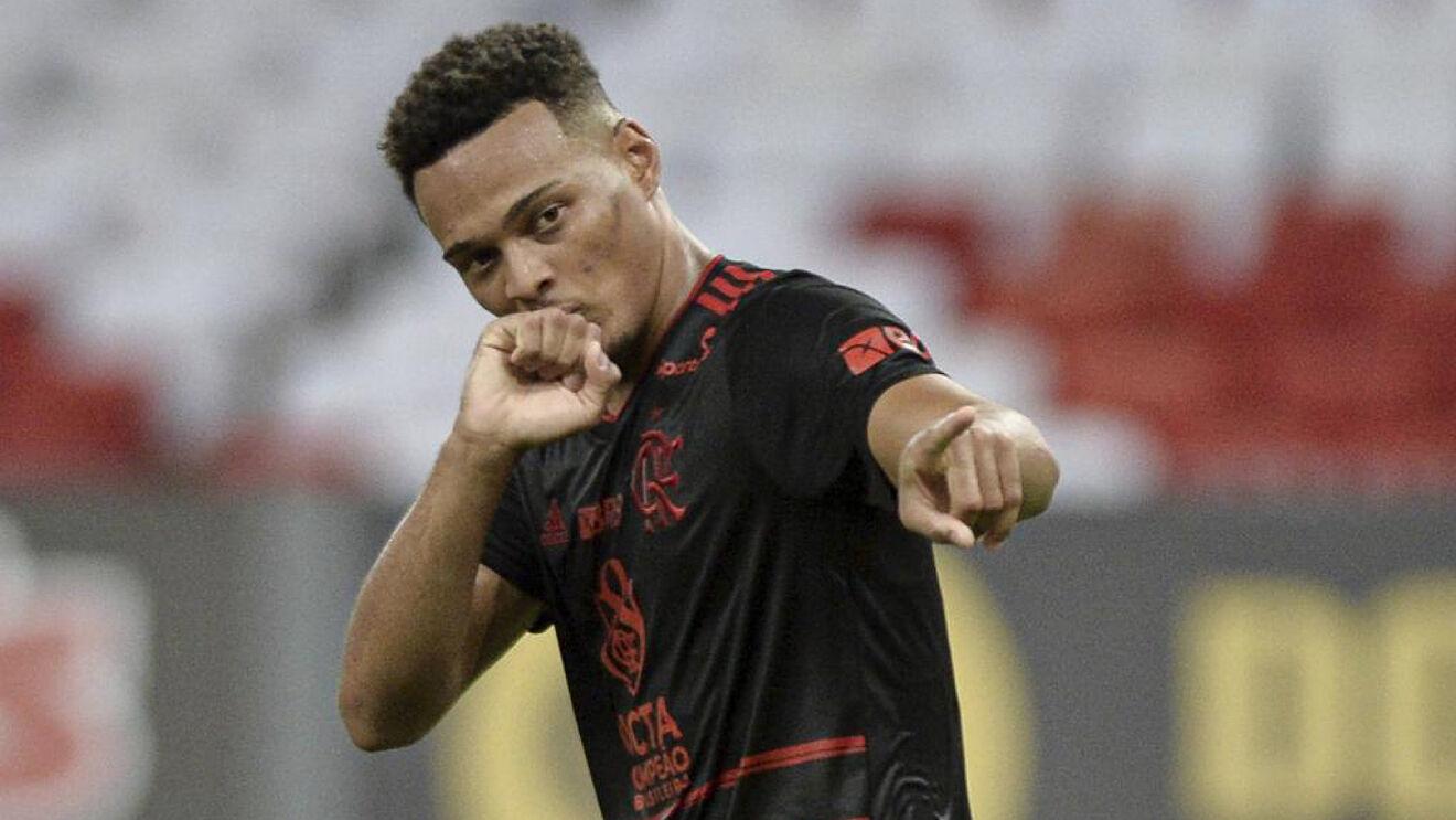 Rodrigo Muniz celebrando un gol con el Flamengo.