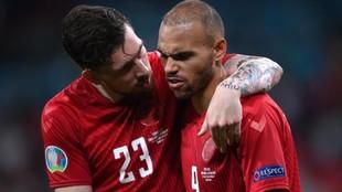 Hojbjerg y Martin Braithwaite al final del encuentro ante Inglaterra.