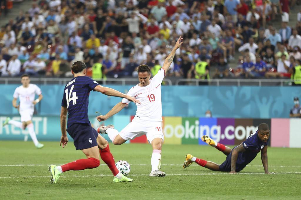 Gavranovic marcando el 3-3 ante Francia.