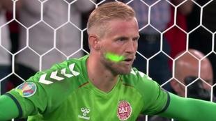 Kasper Schmeichel segundos antes del penalti a favor de Inglaterra.