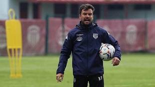 Rubén Albés en un entreno con el CD Lugo.