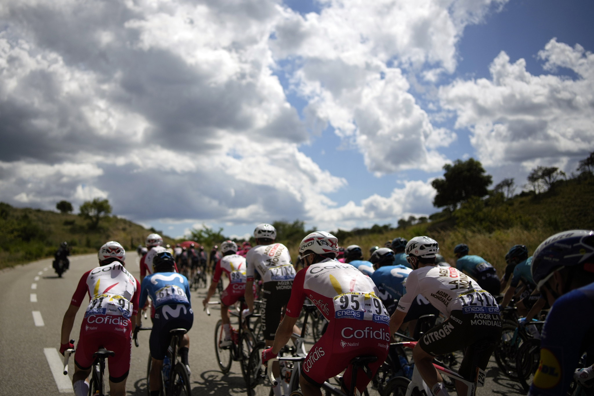 El pelotón rueda durante la 12ª etapa del Tour