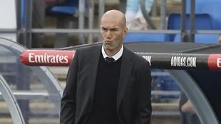 Zidane, en el banquillo durante un encuentro del Real Madrid.