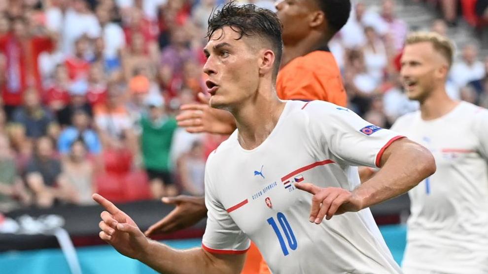 Schick celebra su gol a Países Bajos en octavos de final.