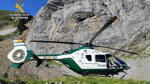 El helicóptero de rescate de la Guardia Civil