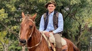 Maxi Gómez, ataviado como un gaucho, en Paysandú (Uruguay).