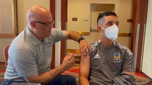 Jugadores y cuerpo técnico de Tigres recibieron la vacunas contra la...