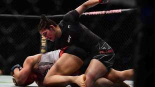 Aldana festeja con nocaut su décima pelea en UFC.