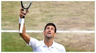Djokovic mira al cielo de Londres y da las gracias