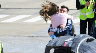 El tierno abrazo entre Leo Messi y Antonela Roccuzzo.