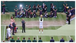 Djokovic levanta el trofeo de campeón