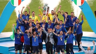 Italy lift the Euro 2020 trophy.
