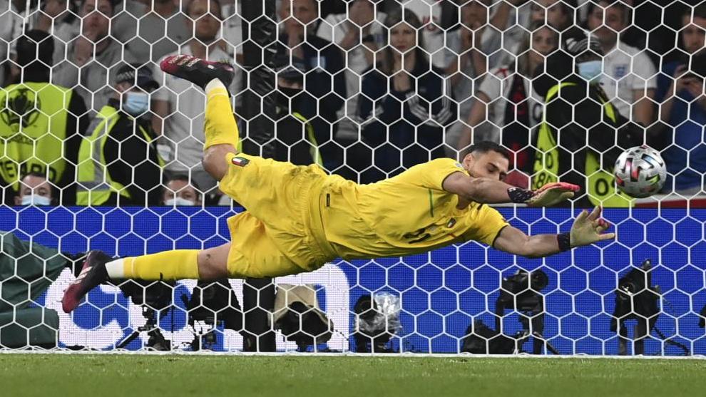Gigio Donnarumma se para el último penalti de la tanda de la final.