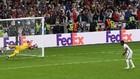 Momento en el que Donnarumma detiene el lanzamiento de penalti de...