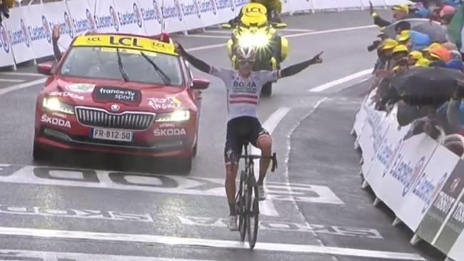 Konrad, celebrando el triunfo en meta