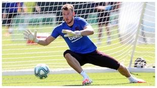Neto Murara, en un entrenamiento del Barcelona.