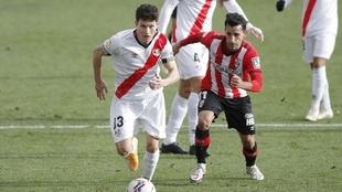 Fran García en un partido con el Rayo Vallecano la temporada pasada.