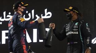 Max Verstappen y Lewis Hamilton en Baréin