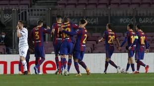 La plantilla del Barcelona, en un encuentro de la temporada pasada