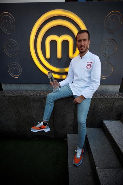 Arnau París, ganador de la novena edición de 'MasterChef', posa en el Restaurante MasterChef en Madrid /