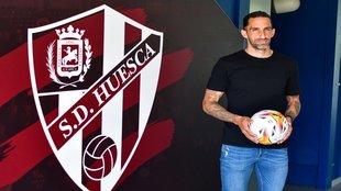 Marc Mateu en su presentación como nuevo jugador de la SD Huesca
