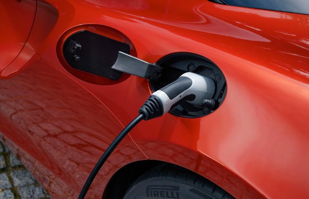 Ferrari - Aston Martin - McLaren - eléctricos - emisiones - normativa europea - UE - comision europea - 2035