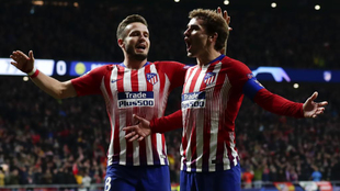 Saul and Griezmann celebrate together when playing for Atletico