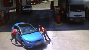 Detenido un hombre que embistió a los trabajadores de una gasolinera...