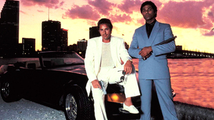 Los protagonistas de Corrupión en Miami, con el Ferrari Daytona...