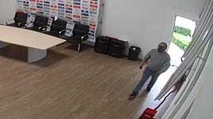 Sergio López Vital compartió fotografías del probable responsable...