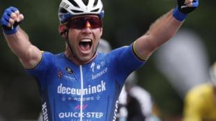 Cavendish ganando su primer triunfo en el Tour 2021