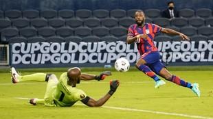 Shaq Moore disputando la Copa Oro con Estados Unidos.