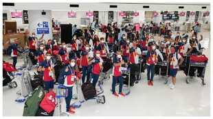 El grueso del equipo olímpico, en el aeropuerto de Tokio.