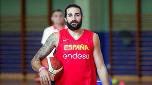Ricky Rubio (30) se mostró contento con el partido de España.