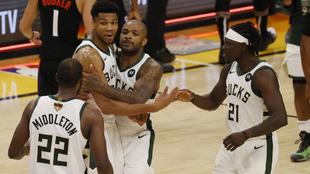 Los jugadores de los Bucks, a una victoria del anillo.