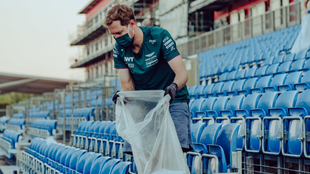 Sebastian Vettel colaboró con la limpieza en las gradas del...