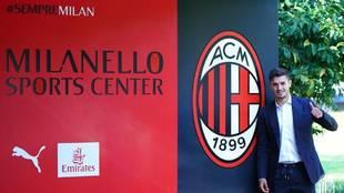 Brahim, en las oficinas del Milan.