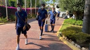 Los jugadores del Espanyol, a su llegada al hotel de concentración.