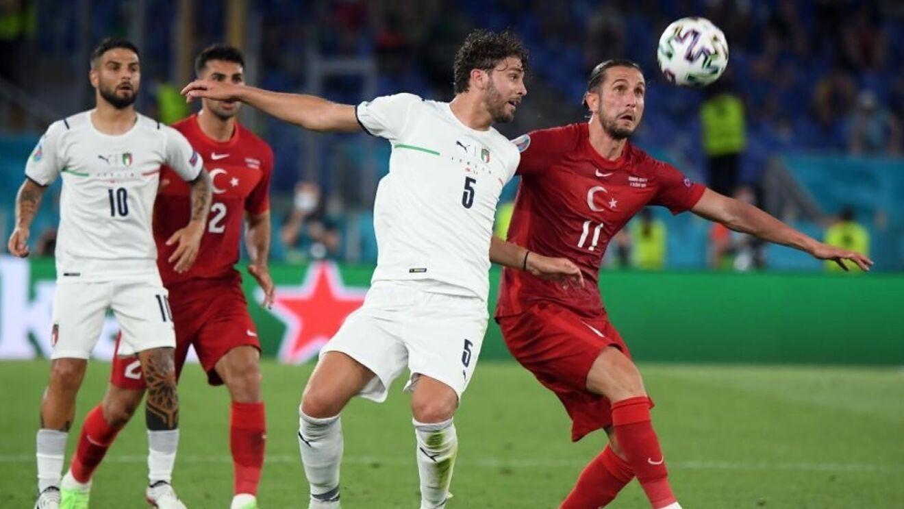 Locatelli disputando un balón en el partido inaugural de la Eurocopa contra Turquía.