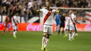 Alex Gálvez celebrando una victoria con el Rayo Vallecano.