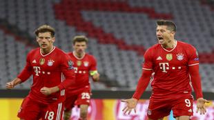 Robert Lewandowski celebra un gol en octavos de la Champions contra la...
