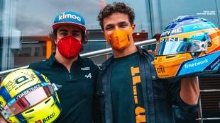 Alonso y Norris intercambiando cascos
