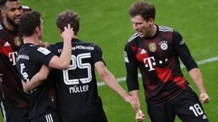 Goretzka celebreates a goal with Bayern Munich