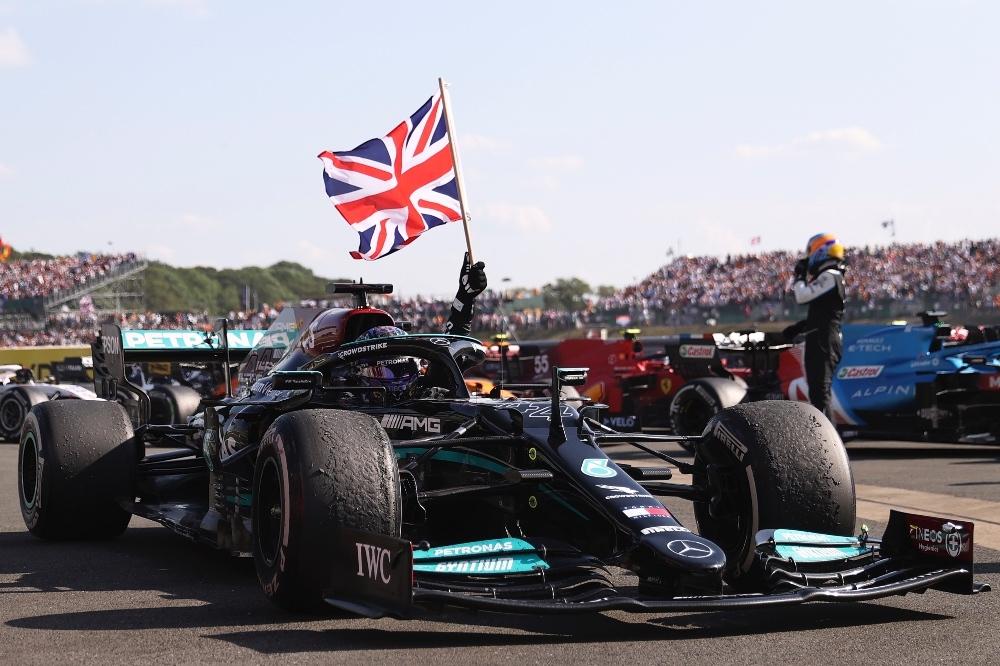 Hamilton celebrando en el Gran Premio de Gran Bretaña