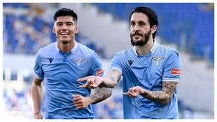 Luis Alberto celebra un gol a la Sampdoria con Joaquín Correa de...