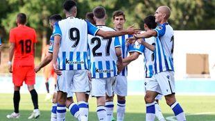 Varios jugadores realistas celebran el gol de Guridi al Huesca.