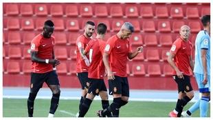 Los jugadores del Mallorca celebran el único tanto del encuentro.